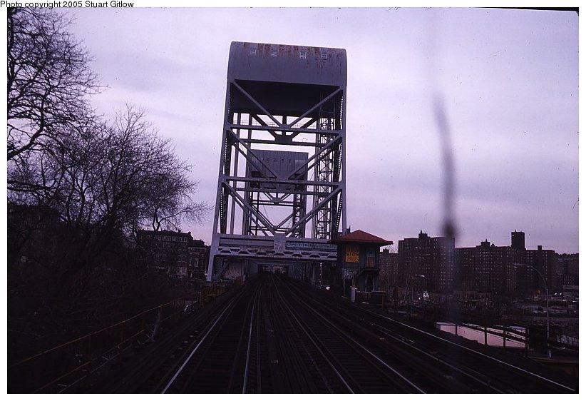 (94k, 822x562)<br><b>Country:</b> United States<br><b>City:</b> New York<br><b>System:</b> New York City Transit<br><b>Line:</b> IRT West Side Line<br><b>Location:</b> Broadway Bridge <br><b>Photo by:</b> Stuart Gitlow<br><b>Notes:</b> 1979-Early 1980s<br><b>Viewed (this week/total):</b> 2 / 1749