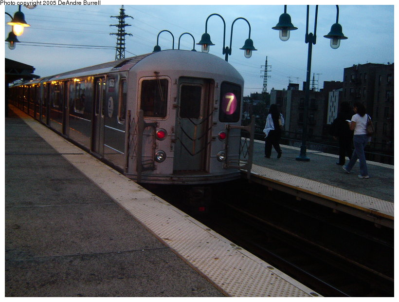 (121k, 820x620)<br><b>Country:</b> United States<br><b>City:</b> New York<br><b>System:</b> New York City Transit<br><b>Line:</b> IRT Flushing Line<br><b>Location:</b> 61st Street/Woodside <br><b>Route:</b> 7<br><b>Car:</b> R-62A (Bombardier, 1984-1987)  1831 <br><b>Photo by:</b> DeAndre Burrell<br><b>Date:</b> 9/23/2005<br><b>Viewed (this week/total):</b> 0 / 2267