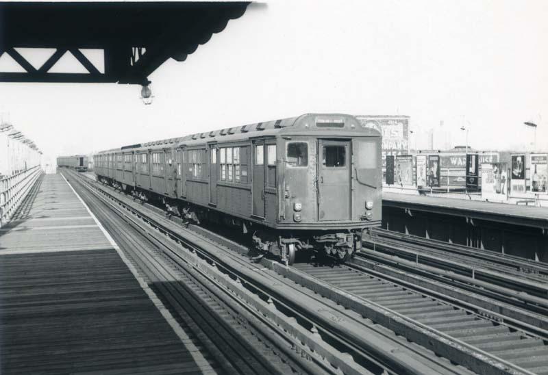 (71k, 800x548)<br><b>Country:</b> United States<br><b>City:</b> New York<br><b>System:</b> New York City Transit<br><b>Line:</b> 3rd Avenue El<br><b>Location:</b> 204th Street <br><b>Car:</b> Low-V Worlds Fair 5664 <br><b>Collection of:</b> Christopher Sattler<br><b>Date:</b> 11/6/1965<br><b>Viewed (this week/total):</b> 0 / 2234