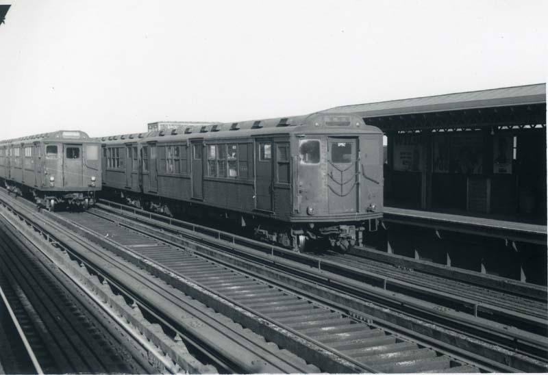 (63k, 800x548)<br><b>Country:</b> United States<br><b>City:</b> New York<br><b>System:</b> New York City Transit<br><b>Line:</b> 3rd Avenue El<br><b>Location:</b> 204th Street <br><b>Car:</b> Low-V Worlds Fair 5699 <br><b>Collection of:</b> Christopher Sattler<br><b>Date:</b> 11/6/1965<br><b>Viewed (this week/total):</b> 7 / 2490