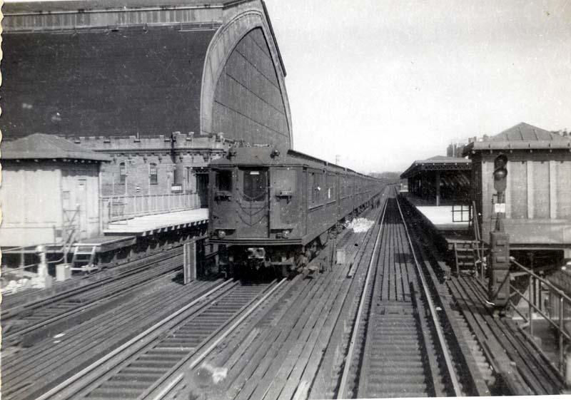 (86k, 800x561)<br><b>Country:</b> United States<br><b>City:</b> New York<br><b>System:</b> New York City Transit<br><b>Line:</b> IRT Woodlawn Line<br><b>Location:</b> Kingsbridge Road <br><b>Car:</b> Low-V  <br><b>Collection of:</b> Christopher Sattler<br><b>Date:</b> 5/19/1963<br><b>Viewed (this week/total):</b> 2 / 4386