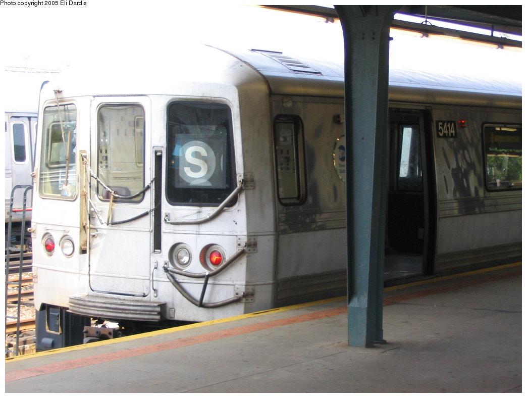 (135k, 1044x788)<br><b>Country:</b> United States<br><b>City:</b> New York<br><b>System:</b> New York City Transit<br><b>Line:</b> IND Rockaway<br><b>Location:</b> Rockaway Park/Beach 116th Street <br><b>Route:</b> S<br><b>Car:</b> R-44 (St. Louis, 1971-73) 5414 <br><b>Photo by:</b> Eli Dardis<br><b>Date:</b> 8/21/2005<br><b>Viewed (this week/total):</b> 1 / 2558