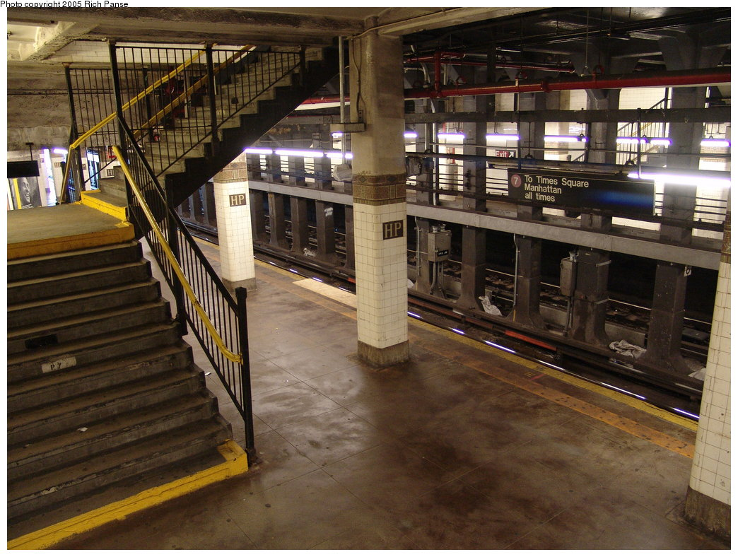 (224k, 1044x788)<br><b>Country:</b> United States<br><b>City:</b> New York<br><b>System:</b> New York City Transit<br><b>Line:</b> IRT Flushing Line<br><b>Location:</b> Hunterspoint Avenue <br><b>Photo by:</b> Richard Panse<br><b>Date:</b> 10/3/2005<br><b>Viewed (this week/total):</b> 3 / 3436