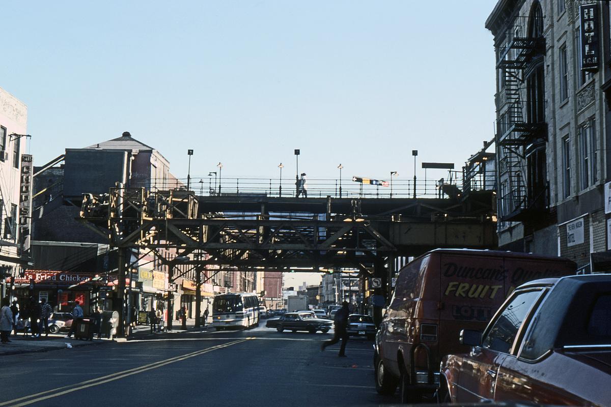 (343k, 1044x708)<br><b>Country:</b> United States<br><b>City:</b> New York<br><b>System:</b> New York City Transit<br><b>Line:</b> BMT Franklin<br><b>Location:</b> Franklin Avenue <br><b>Photo by:</b> Ed Davis, Sr.<br><b>Collection of:</b> David Pirmann<br><b>Date:</b> 2/1989<br><b>Viewed (this week/total):</b> 4 / 5249