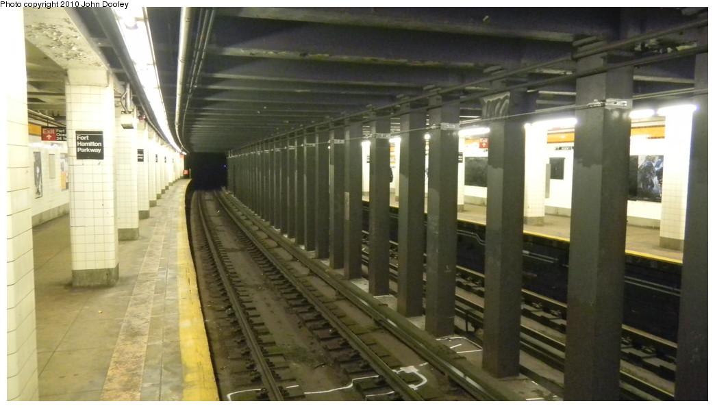 (200k, 1044x596)<br><b>Country:</b> United States<br><b>City:</b> New York<br><b>System:</b> New York City Transit<br><b>Line:</b> IND Crosstown Line<br><b>Location:</b> Fort Hamilton Parkway <br><b>Photo by:</b> John Dooley<br><b>Date:</b> 11/24/2010<br><b>Notes:</b> View south.<br><b>Viewed (this week/total):</b> 4 / 1305
