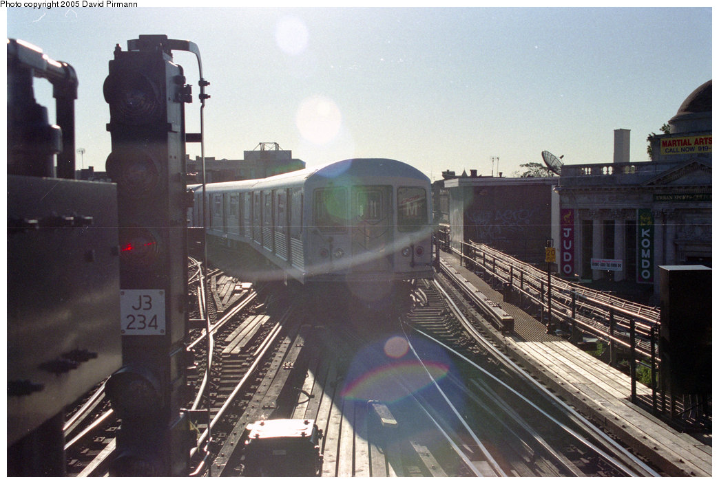 (210k, 1044x704)<br><b>Country:</b> United States<br><b>City:</b> New York<br><b>System:</b> New York City Transit<br><b>Line:</b> BMT Nassau Street/Jamaica Line<br><b>Location:</b> Myrtle Avenue <br><b>Route:</b> M<br><b>Car:</b> R-42 (St. Louis, 1969-1970)   <br><b>Photo by:</b> David Pirmann<br><b>Date:</b> 10/11/1996<br><b>Viewed (this week/total):</b> 0 / 3522