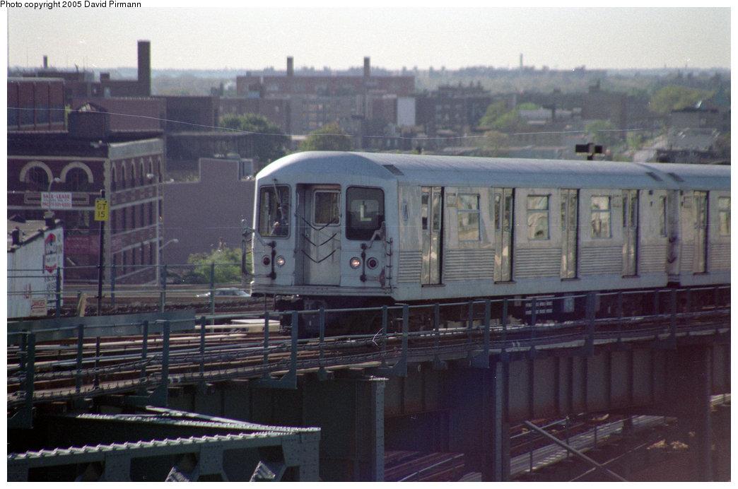 (186k, 1044x692)<br><b>Country:</b> United States<br><b>City:</b> New York<br><b>System:</b> New York City Transit<br><b>Line:</b> BMT Canarsie Line<br><b>Location:</b> Broadway Junction <br><b>Route:</b> L<br><b>Car:</b> R-42 (St. Louis, 1969-1970)  4770 <br><b>Photo by:</b> David Pirmann<br><b>Date:</b> 10/11/1996<br><b>Viewed (this week/total):</b> 2 / 2486