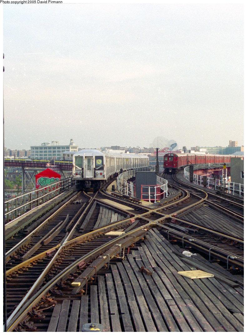 (247k, 790x1072)<br><b>Country:</b> United States<br><b>City:</b> New York<br><b>System:</b> New York City Transit<br><b>Line:</b> BMT Astoria Line<br><b>Location:</b> Queensborough Plaza <br><b>Route:</b> N<br><b>Car:</b> R-40 (St. Louis, 1968)   <br><b>Photo by:</b> David Pirmann<br><b>Date:</b> 11/18/1995<br><b>Viewed (this week/total):</b> 0 / 4701