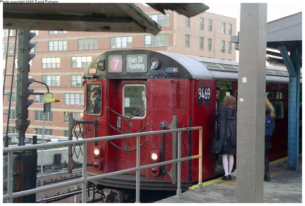 (212k, 1044x705)<br><b>Country:</b> United States<br><b>City:</b> New York<br><b>System:</b> New York City Transit<br><b>Line:</b> IRT Flushing Line<br><b>Location:</b> Queensborough Plaza <br><b>Route:</b> 7<br><b>Car:</b> R-36 World's Fair (St. Louis, 1963-64) 9469 <br><b>Photo by:</b> David Pirmann<br><b>Date:</b> 11/18/1995<br><b>Viewed (this week/total):</b> 1 / 3282