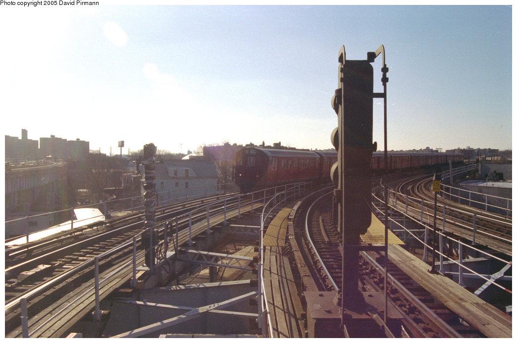 (177k, 1044x694)<br><b>Country:</b> United States<br><b>City:</b> New York<br><b>System:</b> New York City Transit<br><b>Line:</b> IRT White Plains Road Line<br><b>Location:</b> East 180th Street <br><b>Route:</b> 5<br><b>Car:</b> R-28 (American Car & Foundry, 1960-61) 7952 <br><b>Photo by:</b> David Pirmann<br><b>Date:</b> 12/16/1995<br><b>Viewed (this week/total):</b> 0 / 3304