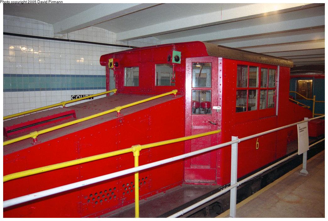 (203k, 1044x704)<br><b>Country:</b> United States<br><b>City:</b> New York<br><b>System:</b> New York City Transit<br><b>Location:</b> New York Transit Museum<br><b>Car:</b> SBK Steeplecab 6 <br><b>Photo by:</b> David Pirmann<br><b>Date:</b> 10/1/1995<br><b>Viewed (this week/total):</b> 0 / 2709