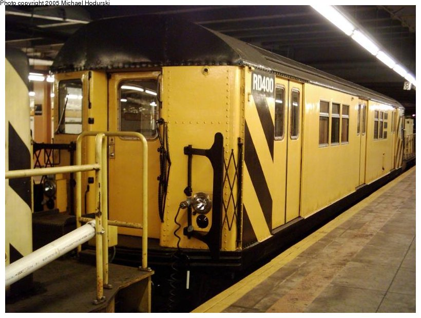 (98k, 820x620)<br><b>Country:</b> United States<br><b>City:</b> New York<br><b>System:</b> New York City Transit<br><b>Line:</b> IND Crosstown Line<br><b>Location:</b> 7th Avenue/Park Slope <br><b>Route:</b> Work Service<br><b>Car:</b> R-161 Rider Car (ex-R-33)  RD400 (ex-8987)<br><b>Photo by:</b> Michael Hodurski<br><b>Date:</b> 9/2004<br><b>Viewed (this week/total):</b> 0 / 3283