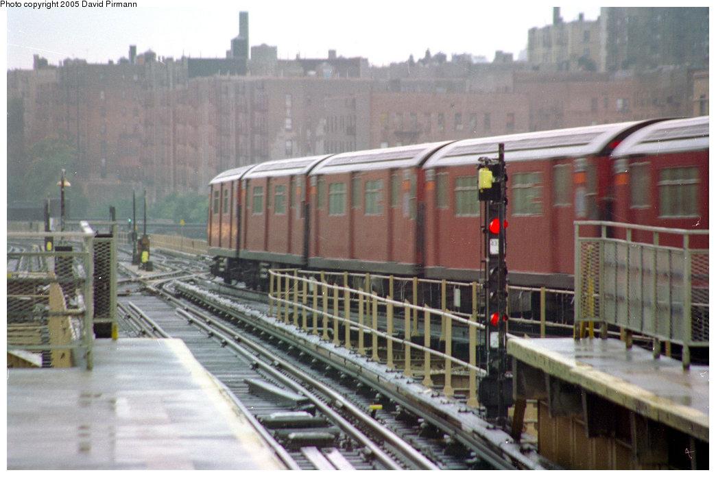 (182k, 1044x696)<br><b>Country:</b> United States<br><b>City:</b> New York<br><b>System:</b> New York City Transit<br><b>Line:</b> IRT Woodlawn Line<br><b>Location:</b> Burnside Avenue <br><b>Route:</b> 4<br><b>Car:</b> R-33 Main Line (St. Louis, 1962-63)  <br><b>Photo by:</b> David Pirmann<br><b>Date:</b> 9/8/1996<br><b>Viewed (this week/total):</b> 1 / 4878