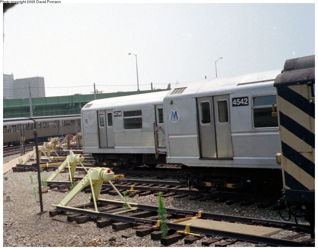 (222k, 1044x821)<br><b>Country:</b> United States<br><b>City:</b> New York<br><b>System:</b> New York City Transit<br><b>Location:</b> Coney Island Yard<br><b>Car:</b> R-42 (St. Louis, 1969-1970)  4736 <br><b>Photo by:</b> David Pirmann<br><b>Date:</b> 7/23/1995<br><b>Notes:</b> With R40M 4542.<br><b>Viewed (this week/total):</b> 0 / 2741