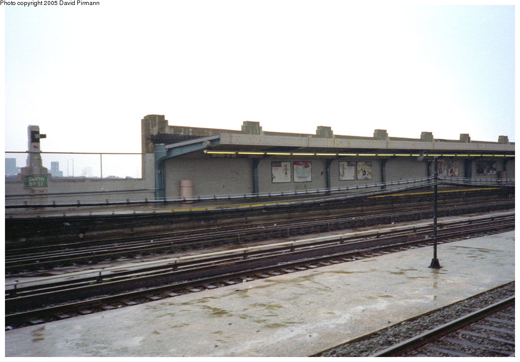 (167k, 1044x727)<br><b>Country:</b> United States<br><b>City:</b> New York<br><b>System:</b> New York City Transit<br><b>Line:</b> IND Crosstown Line<br><b>Location:</b> Smith/9th Street <br><b>Photo by:</b> David Pirmann<br><b>Date:</b> 7/23/1995<br><b>Viewed (this week/total):</b> 0 / 1682