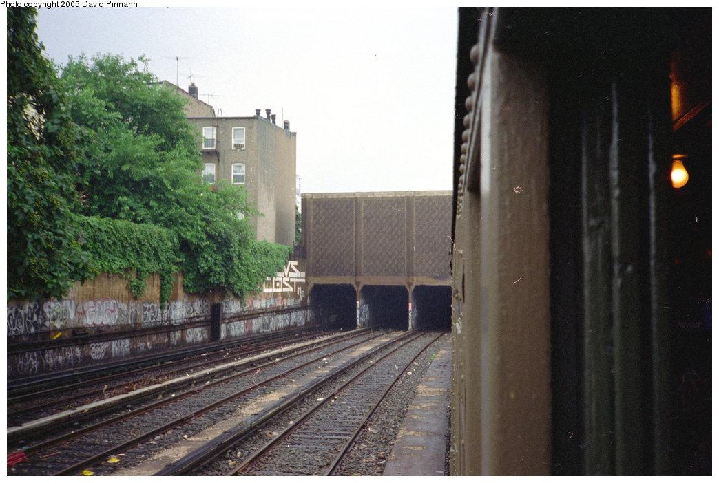 (196k, 1044x702)<br><b>Country:</b> United States<br><b>City:</b> New York<br><b>System:</b> New York City Transit<br><b>Line:</b> IND Crosstown Line<br><b>Location:</b> Smith/9th Street <br><b>Photo by:</b> David Pirmann<br><b>Date:</b> 7/23/1995<br><b>Notes:</b> View of tunnel portal north of Smith/9th St.<br><b>Viewed (this week/total):</b> 1 / 2297