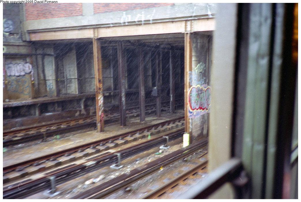 (201k, 1044x702)<br><b>Country:</b> United States<br><b>City:</b> New York<br><b>System:</b> New York City Transit<br><b>Line:</b> BMT Culver Line<br><b>Location:</b> Ditmas Avenue <br><b>Photo by:</b> David Pirmann<br><b>Date:</b> 7/23/1995<br><b>Notes:</b> View of tunnel portal north of Ditmas Ave.<br><b>Viewed (this week/total):</b> 1 / 2785