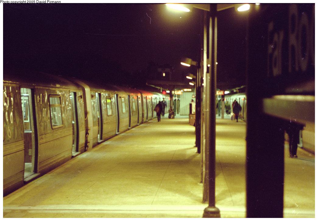 (164k, 1044x724)<br><b>Country:</b> United States<br><b>City:</b> New York<br><b>System:</b> New York City Transit<br><b>Line:</b> IND Rockaway<br><b>Location:</b> Mott Avenue/Far Rockaway <br><b>Route:</b> A<br><b>Car:</b> R-44 (St. Louis, 1971-73)  <br><b>Photo by:</b> David Pirmann<br><b>Date:</b> 11/18/1995<br><b>Viewed (this week/total):</b> 3 / 3739
