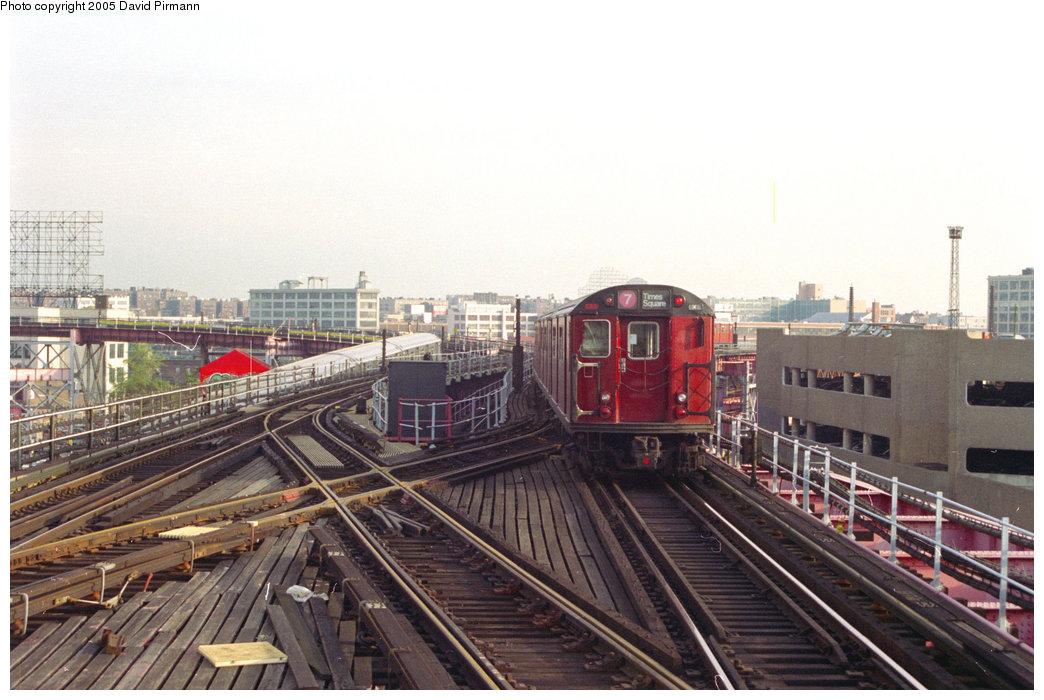 (193k, 1044x700)<br><b>Country:</b> United States<br><b>City:</b> New York<br><b>System:</b> New York City Transit<br><b>Line:</b> IRT Flushing Line<br><b>Location:</b> Queensborough Plaza <br><b>Route:</b> 7<br><b>Car:</b> R-36 World's Fair (St. Louis, 1963-64)  <br><b>Photo by:</b> David Pirmann<br><b>Date:</b> 11/18/1995<br><b>Viewed (this week/total):</b> 0 / 3620