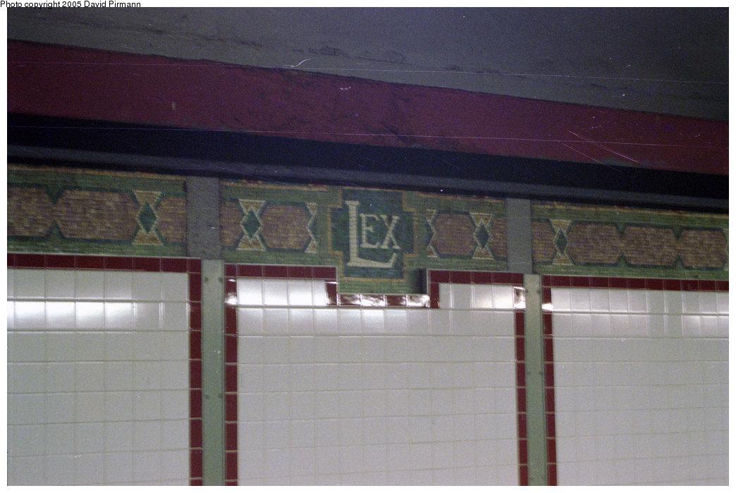 (175k, 1044x699)<br><b>Country:</b> United States<br><b>City:</b> New York<br><b>System:</b> New York City Transit<br><b>Line:</b> BMT Broadway Line<br><b>Location:</b> Lexington Avenue (59th Street) <br><b>Photo by:</b> David Pirmann<br><b>Date:</b> 2/2/1997<br><b>Viewed (this week/total):</b> 1 / 2767
