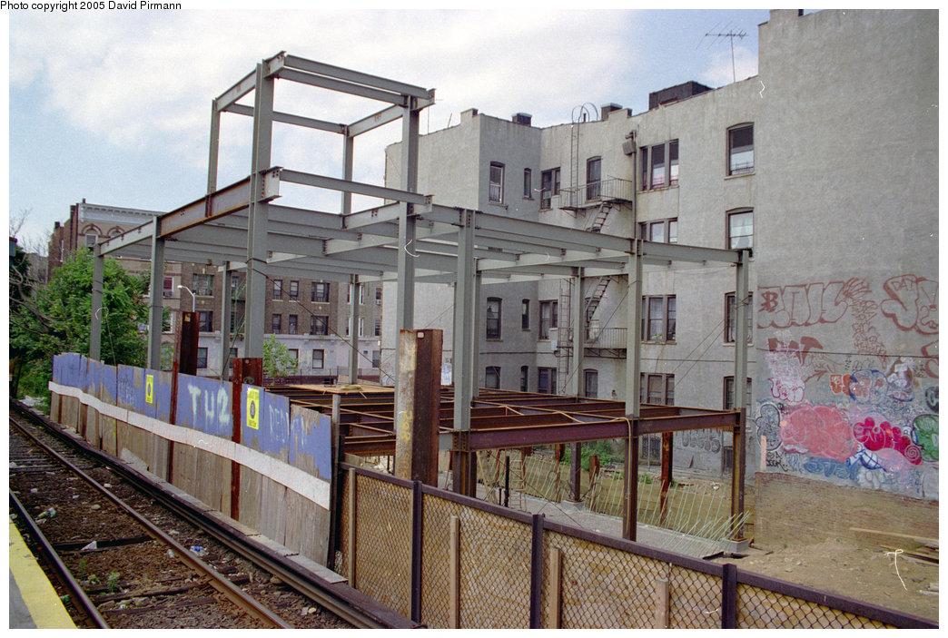 (244k, 1044x703)<br><b>Country:</b> United States<br><b>City:</b> New York<br><b>System:</b> New York City Transit<br><b>Line:</b> BMT Franklin<br><b>Location:</b> Park Place <br><b>Photo by:</b> David Pirmann<br><b>Date:</b> 7/18/1998<br><b>Viewed (this week/total):</b> 0 / 3617
