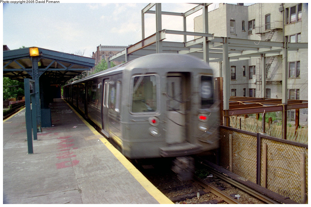 (202k, 1044x697)<br><b>Country:</b> United States<br><b>City:</b> New York<br><b>System:</b> New York City Transit<br><b>Line:</b> BMT Franklin<br><b>Location:</b> Park Place <br><b>Route:</b> Franklin Shuttle<br><b>Car:</b> R-68/R-68A Series (Number Unknown)  <br><b>Photo by:</b> David Pirmann<br><b>Date:</b> 7/18/1998<br><b>Viewed (this week/total):</b> 2 / 5347