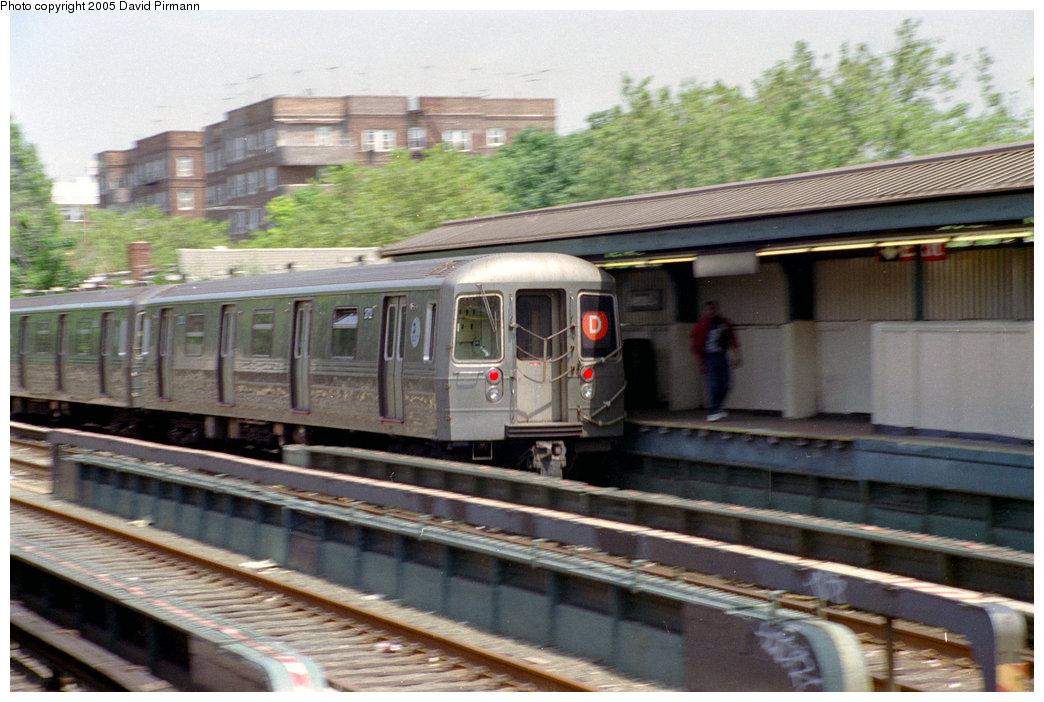 (200k, 1044x702)<br><b>Country:</b> United States<br><b>City:</b> New York<br><b>System:</b> New York City Transit<br><b>Line:</b> BMT Brighton Line<br><b>Location:</b> Avenue J <br><b>Route:</b> D<br><b>Car:</b> R-68 (Westinghouse-Amrail, 1986-1988)  2712 <br><b>Photo by:</b> David Pirmann<br><b>Date:</b> 7/18/1998<br><b>Viewed (this week/total):</b> 0 / 3333