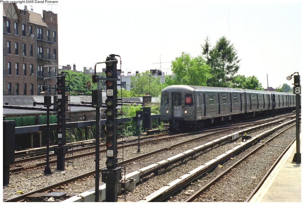 (259k, 1044x705)<br><b>Country:</b> United States<br><b>City:</b> New York<br><b>System:</b> New York City Transit<br><b>Line:</b> BMT Brighton Line<br><b>Location:</b> Kings Highway <br><b>Route:</b> D<br><b>Car:</b> R-68/R-68A Series (Number Unknown)  <br><b>Photo by:</b> David Pirmann<br><b>Date:</b> 7/18/1998<br><b>Viewed (this week/total):</b> 3 / 3364