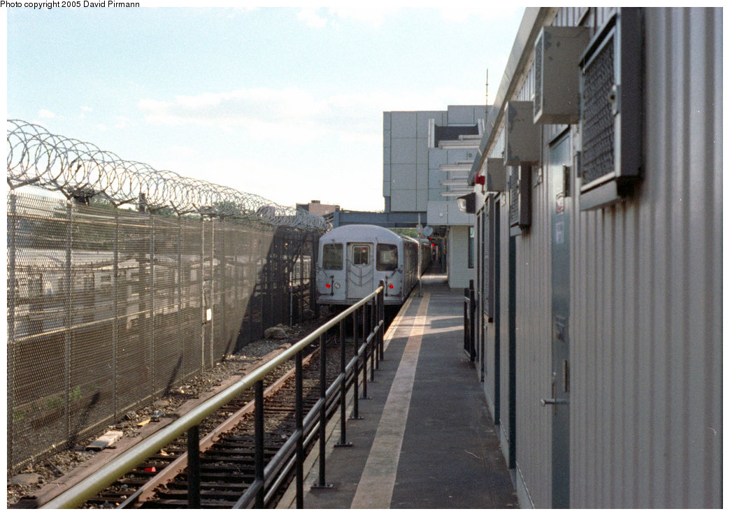 (207k, 1044x738)<br><b>Country:</b> United States<br><b>City:</b> New York<br><b>System:</b> New York City Transit<br><b>Line:</b> BMT Canarsie Line<br><b>Location:</b> Rockaway Parkway <br><b>Route:</b> L<br><b>Car:</b> R-42 (St. Louis, 1969-1970)   <br><b>Photo by:</b> David Pirmann<br><b>Date:</b> 9/24/1995<br><b>Viewed (this week/total):</b> 0 / 3533