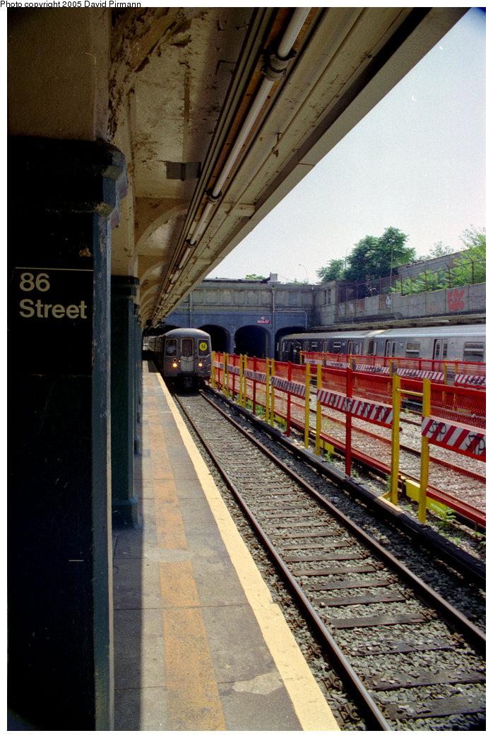 (226k, 698x1044)<br><b>Country:</b> United States<br><b>City:</b> New York<br><b>System:</b> New York City Transit<br><b>Line:</b> BMT Sea Beach Line<br><b>Location:</b> 86th Street <br><b>Photo by:</b> David Pirmann<br><b>Date:</b> 7/18/1998<br><b>Viewed (this week/total):</b> 0 / 1596