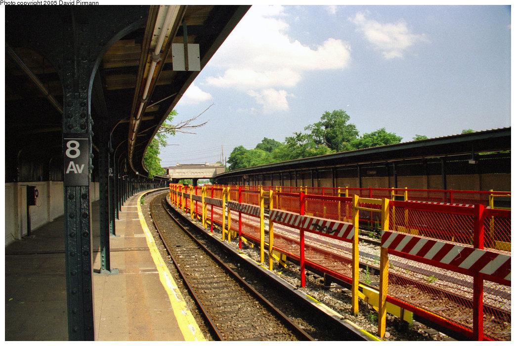 (258k, 1044x700)<br><b>Country:</b> United States<br><b>City:</b> New York<br><b>System:</b> New York City Transit<br><b>Line:</b> BMT Sea Beach Line<br><b>Location:</b> 8th Avenue <br><b>Photo by:</b> David Pirmann<br><b>Date:</b> 7/18/1998<br><b>Viewed (this week/total):</b> 0 / 1754