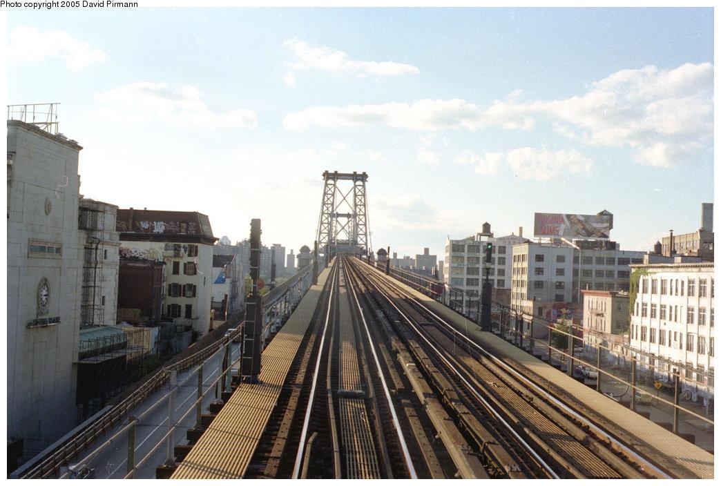 (201k, 1044x704)<br><b>Country:</b> United States<br><b>City:</b> New York<br><b>System:</b> New York City Transit<br><b>Line:</b> BMT Nassau Street/Jamaica Line<br><b>Location:</b> Williamsburg Bridge<br><b>Photo by:</b> David Pirmann<br><b>Date:</b> 9/24/1995<br><b>Viewed (this week/total):</b> 0 / 1406
