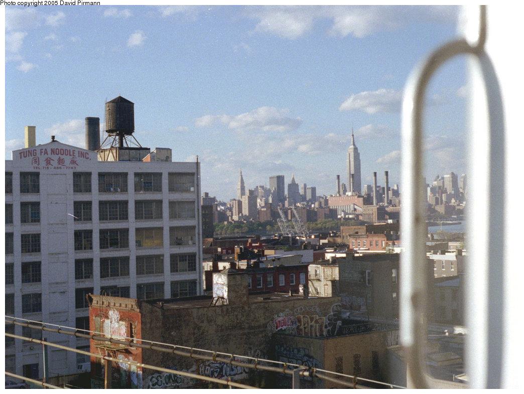(205k, 1044x786)<br><b>Country:</b> United States<br><b>City:</b> New York<br><b>System:</b> New York City Transit<br><b>Line:</b> BMT Nassau Street/Jamaica Line<br><b>Location:</b> Williamsburg Bridge<br><b>Photo by:</b> David Pirmann<br><b>Date:</b> 9/24/1995<br><b>Viewed (this week/total):</b> 0 / 1254