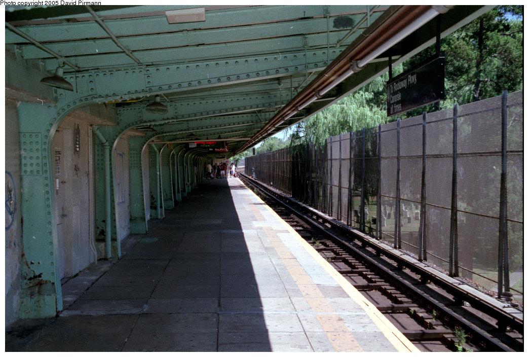 (219k, 1044x704)<br><b>Country:</b> United States<br><b>City:</b> New York<br><b>System:</b> New York City Transit<br><b>Line:</b> BMT Canarsie Line<br><b>Location:</b> Wilson Avenue <br><b>Photo by:</b> David Pirmann<br><b>Date:</b> 8/1/1998<br><b>Viewed (this week/total):</b> 4 / 3068