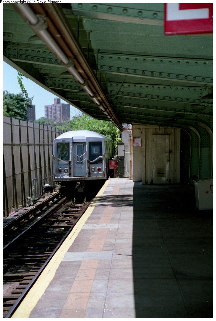 (195k, 702x1044)<br><b>Country:</b> United States<br><b>City:</b> New York<br><b>System:</b> New York City Transit<br><b>Line:</b> BMT Canarsie Line<br><b>Location:</b> Wilson Avenue <br><b>Route:</b> L<br><b>Car:</b> R-40 (St. Louis, 1968)   <br><b>Photo by:</b> David Pirmann<br><b>Date:</b> 8/1/1998<br><b>Viewed (this week/total):</b> 0 / 4273