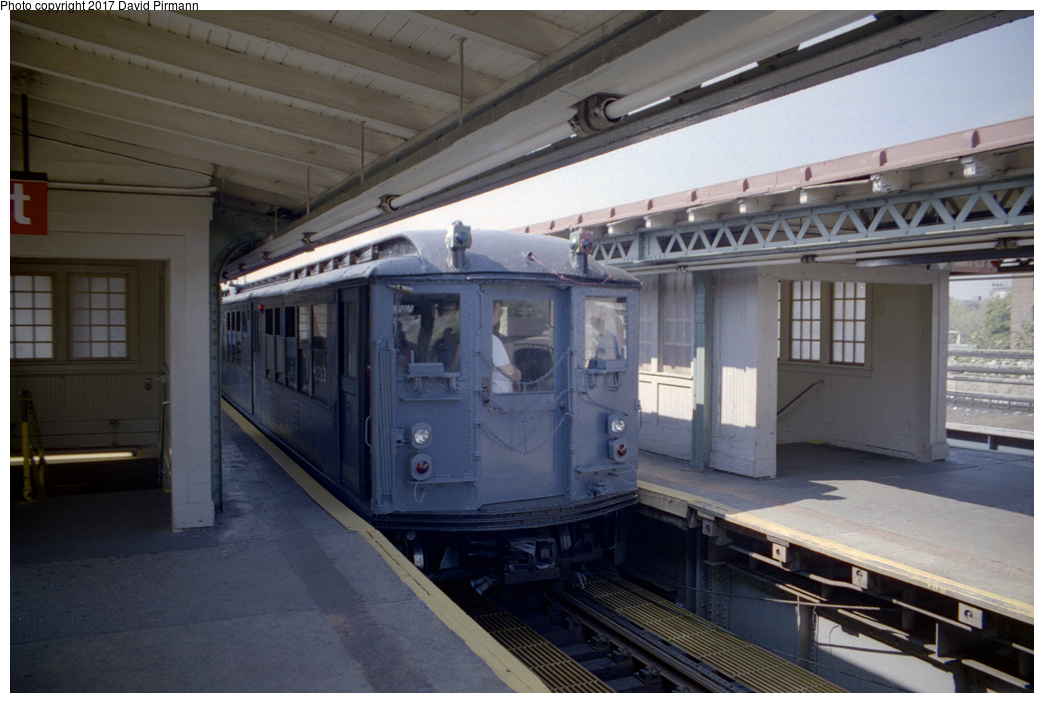 (315k, 1044x703)<br><b>Country:</b> United States<br><b>City:</b> New York<br><b>System:</b> New York City Transit<br><b>Line:</b> IRT Pelham Line<br><b>Location:</b> East 177th Street/Parkchester <br><b>Route:</b> Fan Trip<br><b>Car:</b> Low-V (Museum Train) 5292 <br><b>Photo by:</b> David Pirmann<br><b>Date:</b> 9/13/1998<br><b>Viewed (this week/total):</b> 0 / 2011