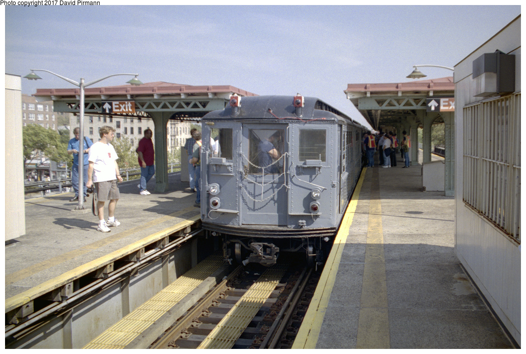 (386k, 1044x703)<br><b>Country:</b> United States<br><b>City:</b> New York<br><b>System:</b> New York City Transit<br><b>Line:</b> IRT Pelham Line<br><b>Location:</b> East 177th Street/Parkchester <br><b>Route:</b> Fan Trip<br><b>Car:</b> Low-V (Museum Train) 5443 <br><b>Photo by:</b> David Pirmann<br><b>Date:</b> 9/13/1998<br><b>Viewed (this week/total):</b> 0 / 2191