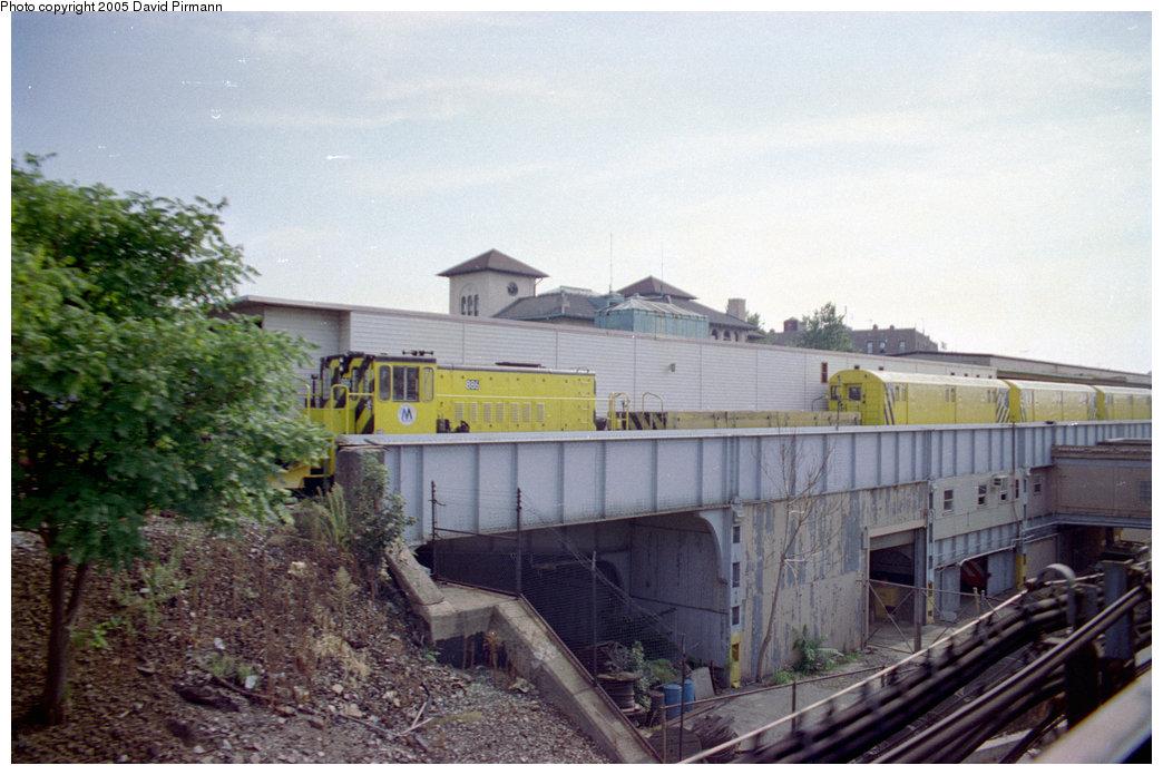 (191k, 1044x696)<br><b>Country:</b> United States<br><b>City:</b> New York<br><b>System:</b> New York City Transit<br><b>Location:</b> East 180th Street Yard<br><b>Car:</b> R-77 Locomotive  886 <br><b>Photo by:</b> David Pirmann<br><b>Date:</b> 9/13/1998<br><b>Viewed (this week/total):</b> 3 / 3799