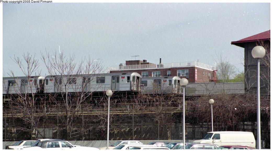 (200k, 1044x581)<br><b>Country:</b> United States<br><b>City:</b> New York<br><b>System:</b> New York City Transit<br><b>Line:</b> IRT Woodlawn Line<br><b>Location:</b> Bedford Park Boulevard <br><b>Route:</b> 4<br><b>Car:</b> R-62 (Kawasaki, 1983-1985)  1376/1441 <br><b>Photo by:</b> David Pirmann<br><b>Date:</b> 4/10/1998<br><b>Viewed (this week/total):</b> 1 / 3884