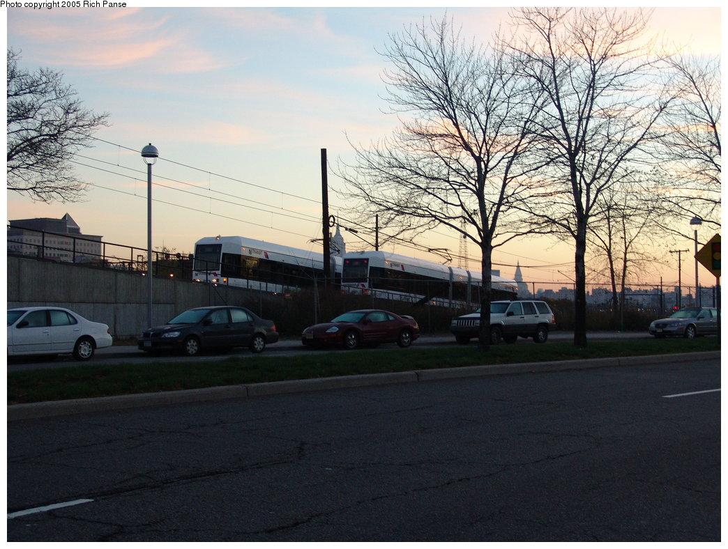 (211k, 1044x788)<br><b>Country:</b> United States<br><b>City:</b> Jersey City, NJ<br><b>System:</b> Hudson Bergen Light Rail<br><b>Location:</b> Between Newport & Hoboken <br><b>Photo by:</b> Richard Panse<br><b>Date:</b> 11/15/2005<br><b>Viewed (this week/total):</b> 0 / 1843