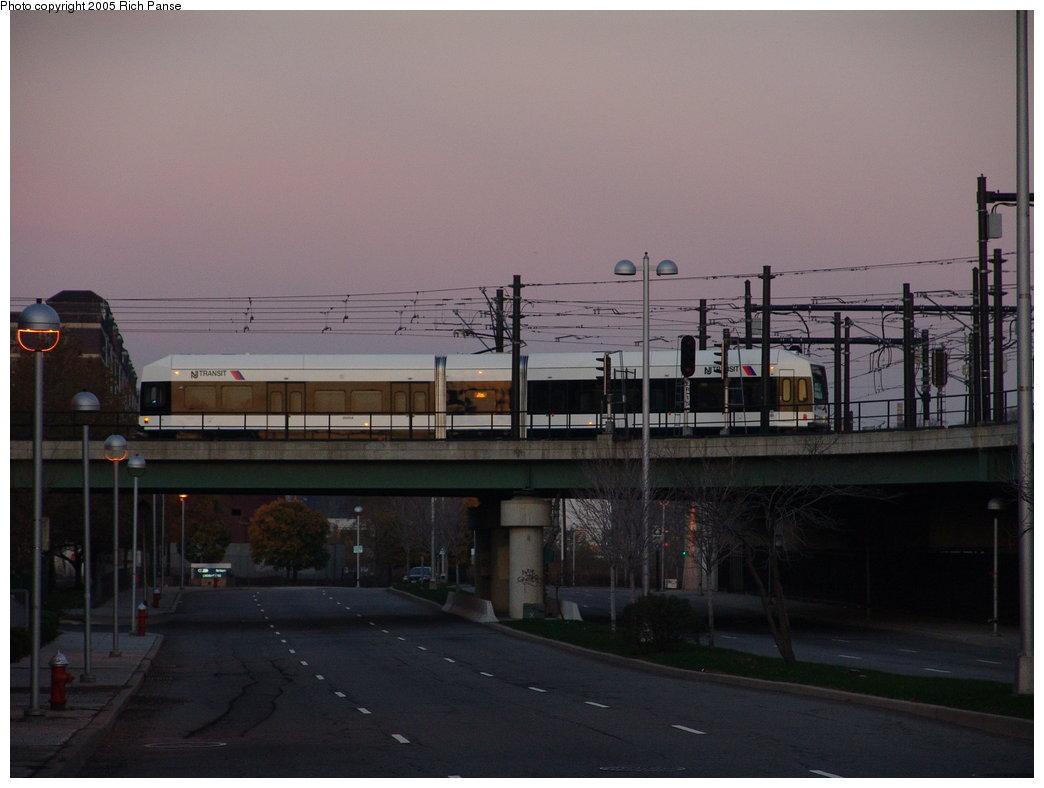 (128k, 1044x788)<br><b>Country:</b> United States<br><b>City:</b> Jersey City, NJ<br><b>System:</b> Hudson Bergen Light Rail<br><b>Location:</b> Between Newport & Hoboken <br><b>Photo by:</b> Richard Panse<br><b>Date:</b> 11/15/2005<br><b>Viewed (this week/total):</b> 0 / 2111