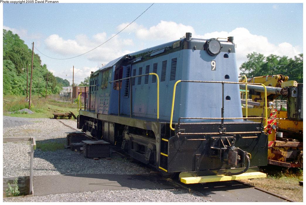 (218k, 1044x701)<br><b>Country:</b> United States<br><b>City:</b> Kingston, NY<br><b>System:</b> Trolley Museum of New York <br><b>Car:</b> Whitcomb Locomotive 9 <br><b>Photo by:</b> David Pirmann<br><b>Date:</b> 9/14/1996<br><b>Viewed (this week/total):</b> 0 / 2398