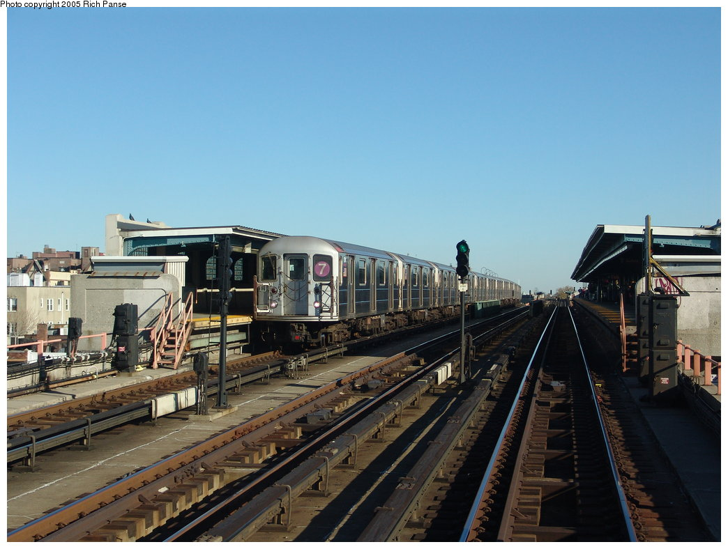 (174k, 1044x788)<br><b>Country:</b> United States<br><b>City:</b> New York<br><b>System:</b> New York City Transit<br><b>Line:</b> IRT Flushing Line<br><b>Location:</b> 40th Street/Lowery Street <br><b>Route:</b> 7<br><b>Car:</b> R-62A (Bombardier, 1984-1987)  1791 <br><b>Photo by:</b> Richard Panse<br><b>Date:</b> 11/14/2005<br><b>Viewed (this week/total):</b> 0 / 2531