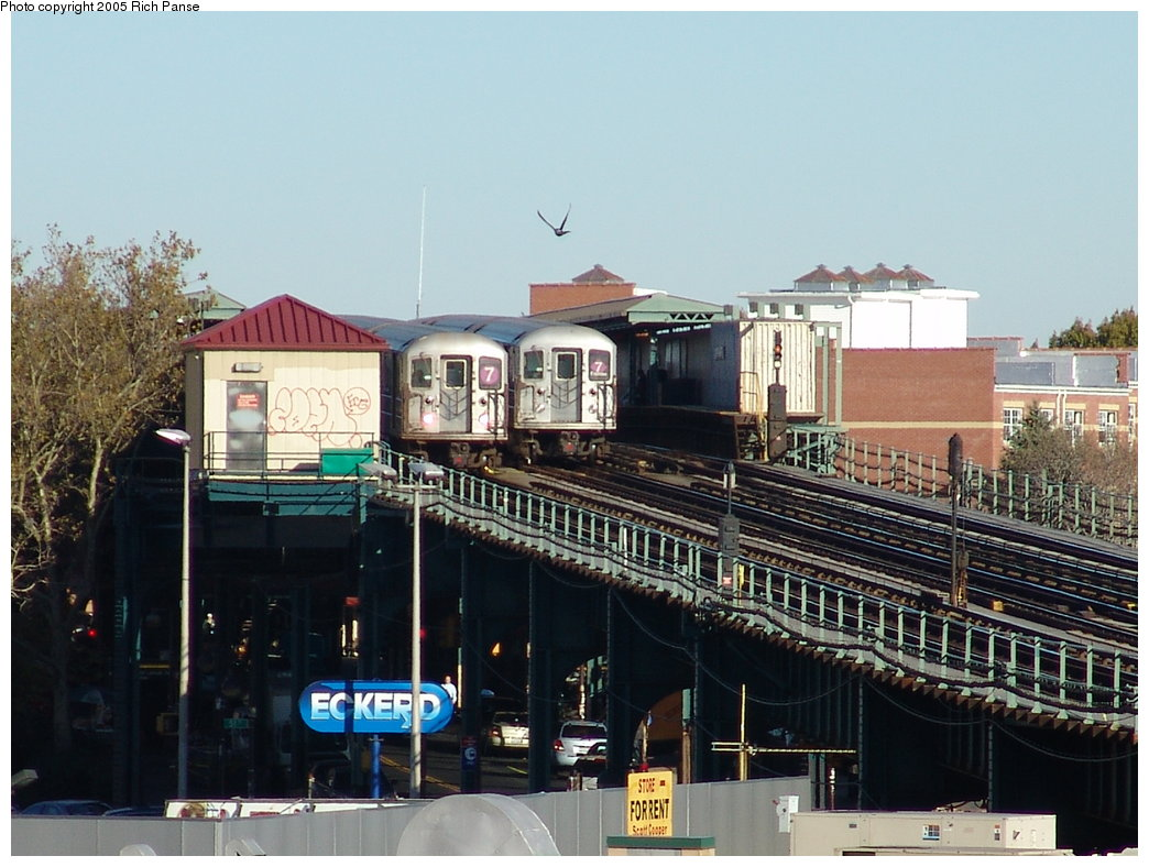 (185k, 1044x788)<br><b>Country:</b> United States<br><b>City:</b> New York<br><b>System:</b> New York City Transit<br><b>Line:</b> IRT Flushing Line<br><b>Location:</b> 52nd Street/Lincoln Avenue <br><b>Route:</b> 7<br><b>Car:</b> R-62A (Bombardier, 1984-1987)   <br><b>Photo by:</b> Richard Panse<br><b>Date:</b> 11/14/2005<br><b>Viewed (this week/total):</b> 0 / 3104