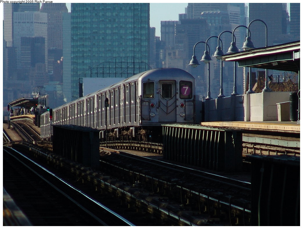 (180k, 1044x788)<br><b>Country:</b> United States<br><b>City:</b> New York<br><b>System:</b> New York City Transit<br><b>Line:</b> IRT Flushing Line<br><b>Location:</b> 46th Street/Bliss Street <br><b>Route:</b> 7<br><b>Car:</b> R-62A (Bombardier, 1984-1987)  1982 <br><b>Photo by:</b> Richard Panse<br><b>Date:</b> 11/14/2005<br><b>Viewed (this week/total):</b> 3 / 2317