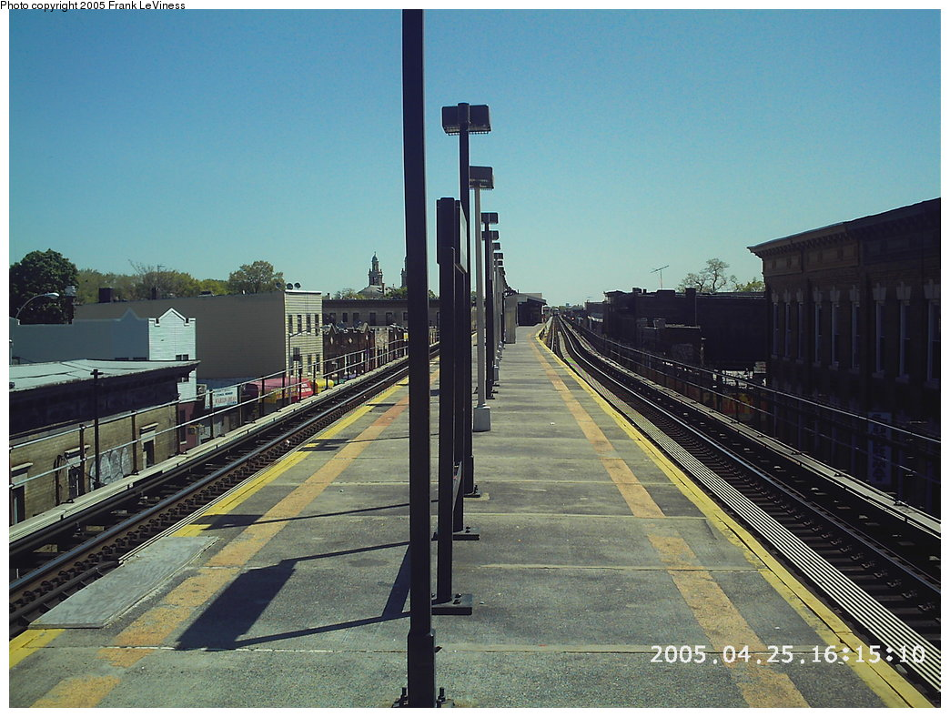 (206k, 1044x788)<br><b>Country:</b> United States<br><b>City:</b> New York<br><b>System:</b> New York City Transit<br><b>Line:</b> BMT Nassau Street/Jamaica Line<br><b>Location:</b> Norwood Avenue <br><b>Photo by:</b> Frank LeViness<br><b>Date:</b> 4/25/2005<br><b>Notes:</b> Platform looking east.<br><b>Viewed (this week/total):</b> 1 / 2442