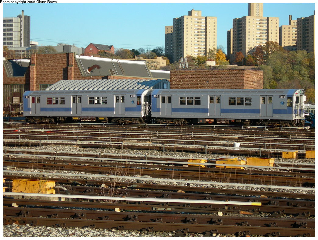 (299k, 1044x788)<br><b>Country:</b> United States<br><b>City:</b> New York<br><b>System:</b> New York City Transit<br><b>Location:</b> 207th Street Yard<br><b>Car:</b> R-33 Main Line (St. Louis, 1962-63) 9011/9010 <br><b>Photo by:</b> Glenn L. Rowe<br><b>Date:</b> 11/17/2005<br><b>Viewed (this week/total):</b> 1 / 3905