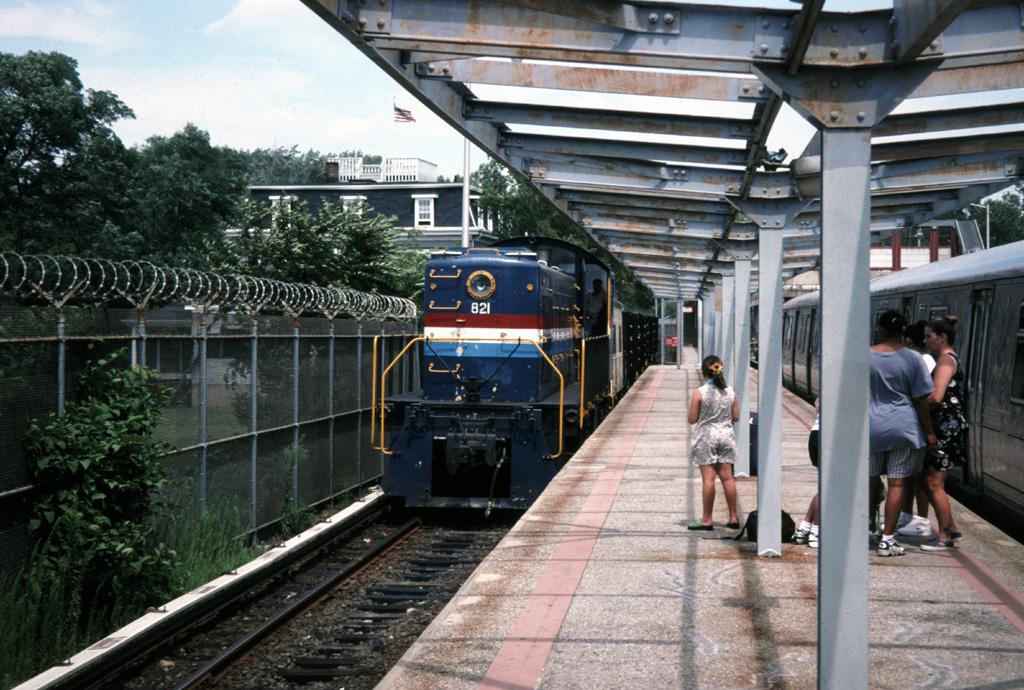 (327k, 1024x690)<br><b>Country:</b> United States<br><b>City:</b> New York<br><b>System:</b> New York City Transit<br><b>Line:</b> SIRT<br><b>Location:</b> Tottenville <br><b>Route:</b> Work Service<br><b>Car:</b>  821 <br><b>Photo by:</b> Chris Leverett<br><b>Date:</b> 8/1997<br><b>Viewed (this week/total):</b> 1 / 2488