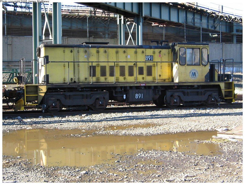 (248k, 1044x788)<br><b>Country:</b> United States<br><b>City:</b> New York<br><b>System:</b> New York City Transit<br><b>Location:</b> 207th Street Yard<br><b>Route:</b> Work Service<br><b>Car:</b> R-77 Locomotive  891 <br><b>Photo by:</b> James Matthews<br><b>Date:</b> 11/18/2005<br><b>Viewed (this week/total):</b> 2 / 1910