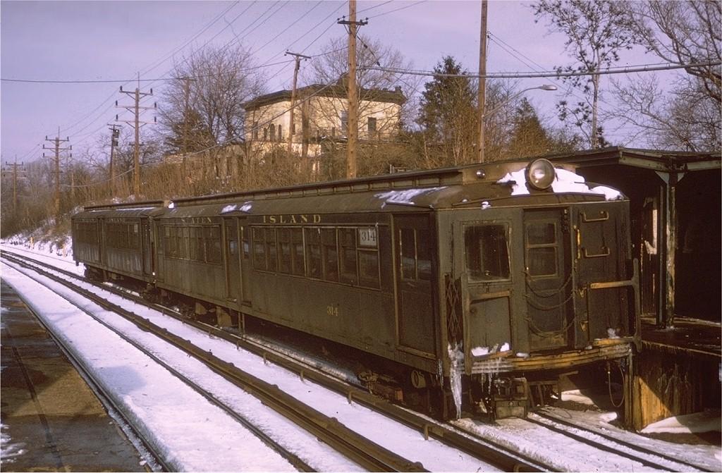 (229k, 1024x671)<br><b>Country:</b> United States<br><b>City:</b> New York<br><b>System:</b> New York City Transit<br><b>Line:</b> SIRT<br><b>Location:</b> Old Town <br><b>Car:</b> SIRT ME-1 (Motor) 314 <br><b>Collection of:</b> Joe Testagrose<br><b>Date:</b> 1/2/1971<br><b>Viewed (this week/total):</b> 1 / 4061